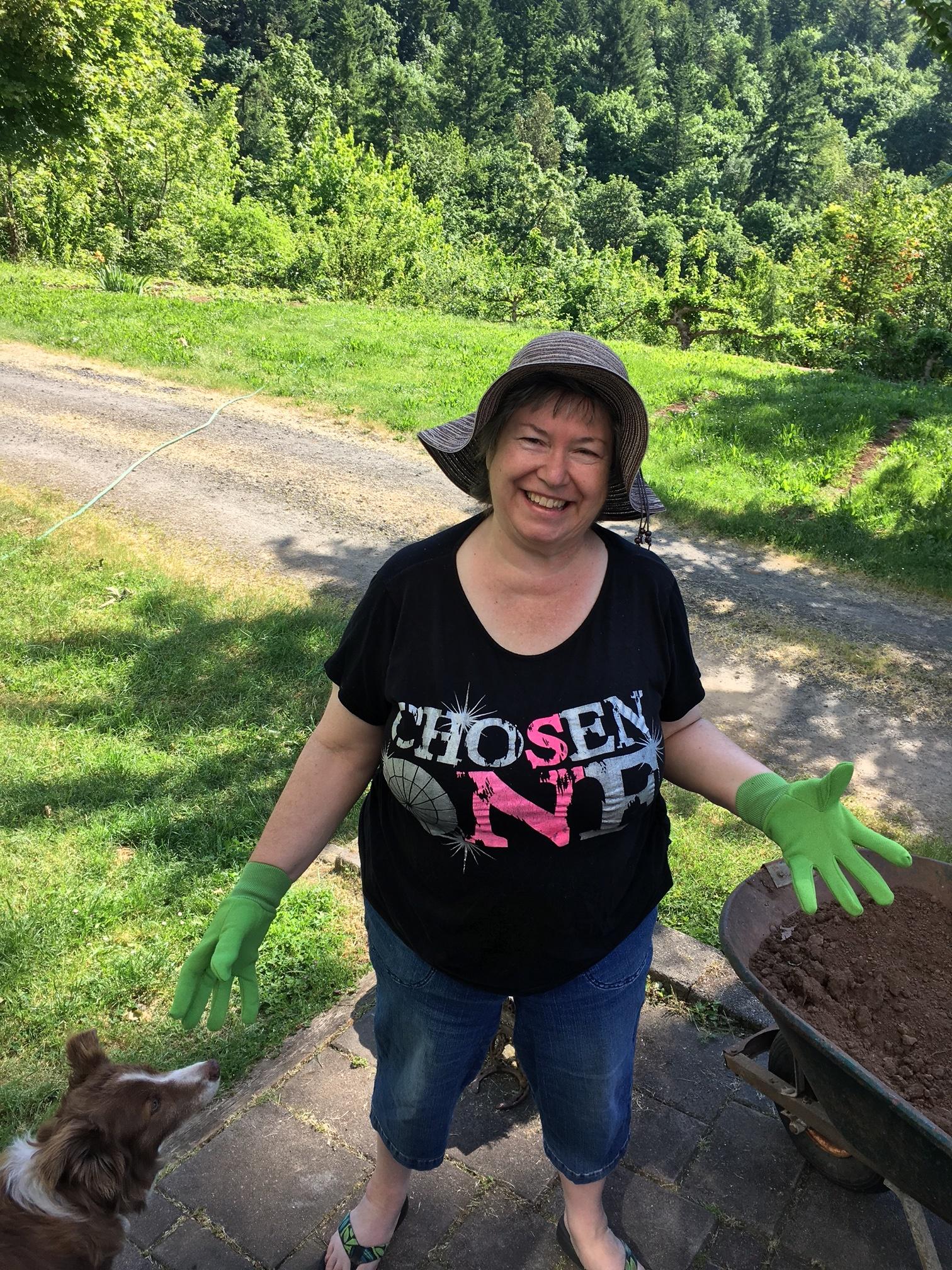 Leah-Gardening01